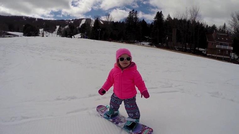 子どもは何歳からスノーボードを始めさせるべきか?